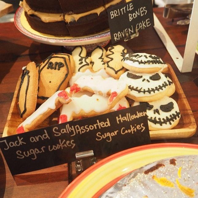 Halloween theme cookies.