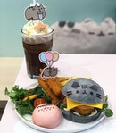 Pusheen burger ($20) and iced chocolate ($10.90) 🍔🍟🍫😋 Food was not only adorable, but yummy as well!