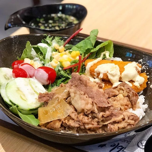 Beef and salmon bowl ($10.90, comes with miso soup)  I must say, yoshinoya is really leveling up nowadays!