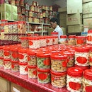 I simply enjoys these scene of old school Bakery cake shop displaying stacks and stacks of homemade tradition Chinese New Year goodies!