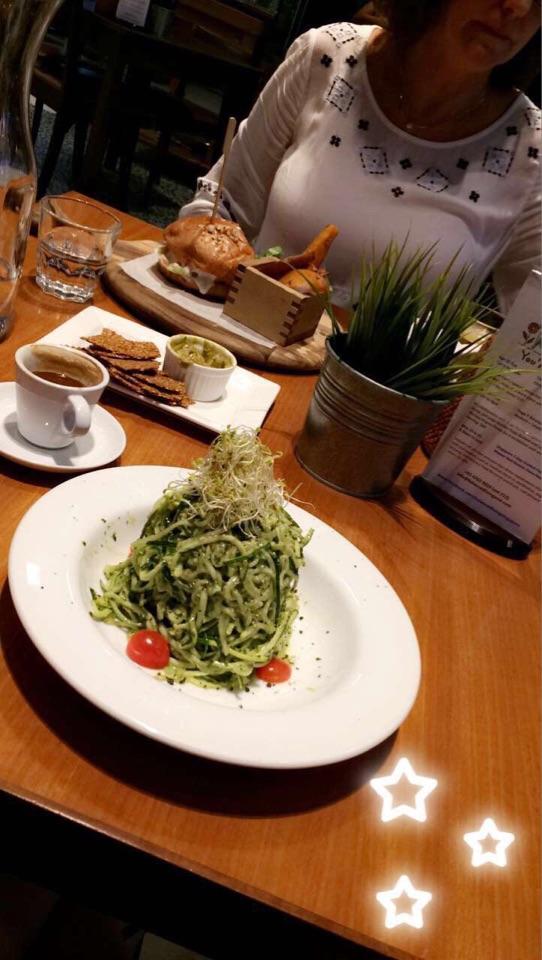 Living Cafe !!