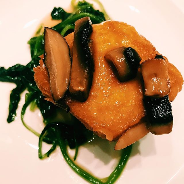 Braised spinach beancurd with mushroom.