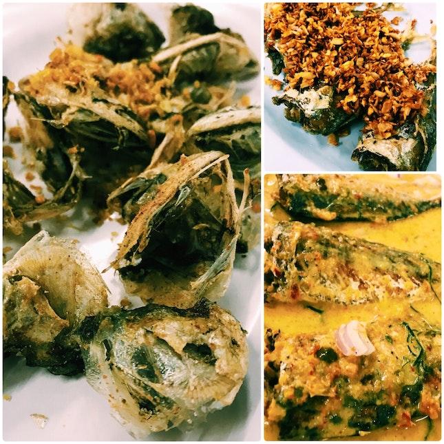 Kaem Pla Too Tod (Fried Mackerel Mouth With Garlic)