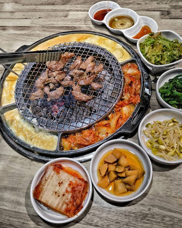 ~ Skirt ~ Seorae is the FIRST Korean Charcoal BBQ Restaurant in Singapore to serve Galmaegisal aka Pork Skirt Meat which is from the area between the ribs & the belly of the pig.