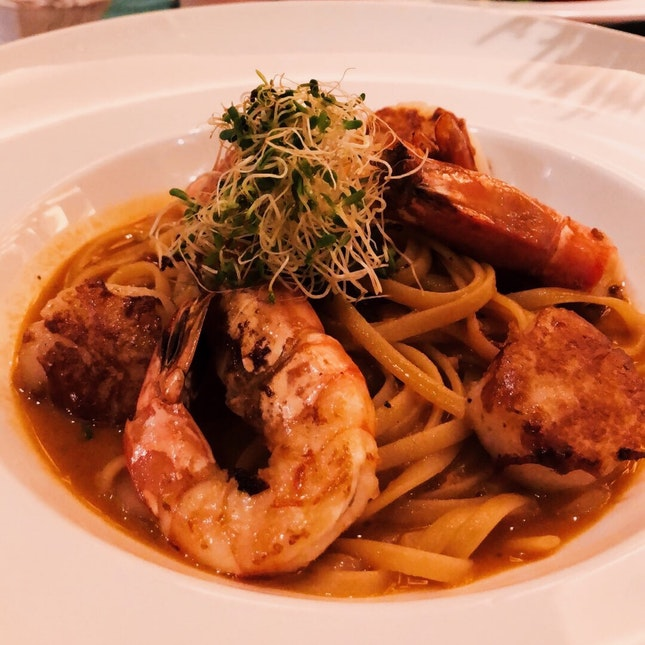 Seared Prawns with Hokkaido Scallops Linguine