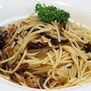 Spaghetti Aglio Olio ($14.90) .