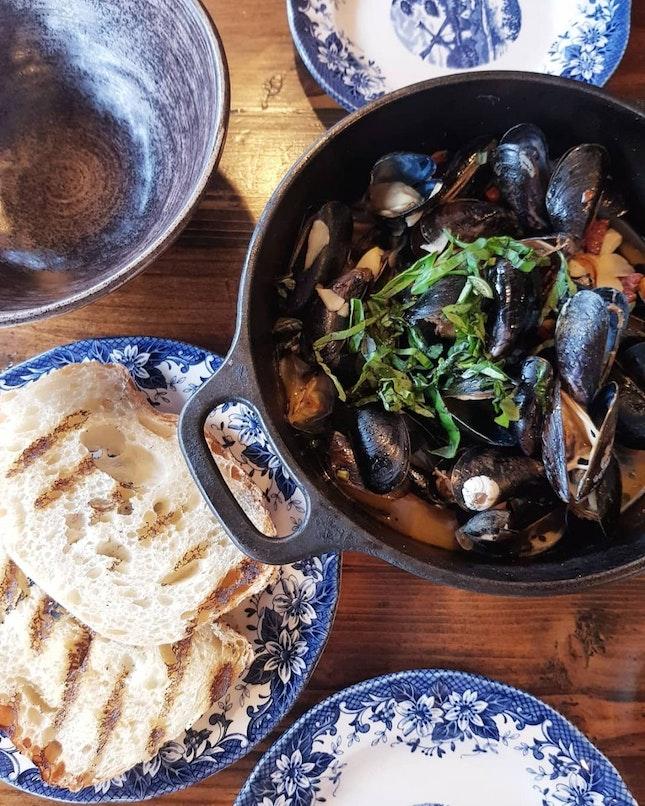 Blue mussels w/ white wine