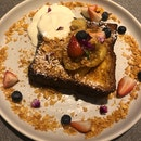 Butter Rum Banana French Toast $20++