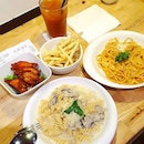 #tb t0 a quick 🍝  lunchie with @mainesh 😜 at @marcomarosg but 🙅 m0re buffal0 wings again 😬 .