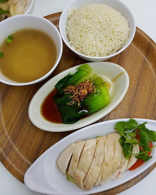 simple & inexpensive hainanese chicken rice fix in t0wn!