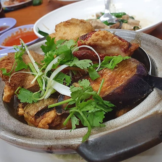 The claypot yong tau foo here is pretty amazing
