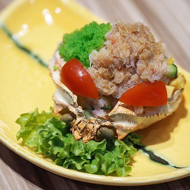 [Ami Ami] - The Zuwaigani Shell Sushi ($9.80) comes with a generous portion of juicy snow crab meat, omelette and wasabi-flavoured shrimp roe on sushi rice served on a crab shell.