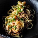 [Viio Gastropub] - Spaghetti Aglio Alio with Prawns ($9.90) which features al dente pasta tossed in a homemade prawn and olive oil mixture, giving the dish a fragrant aroma and a subtle hint of spice.