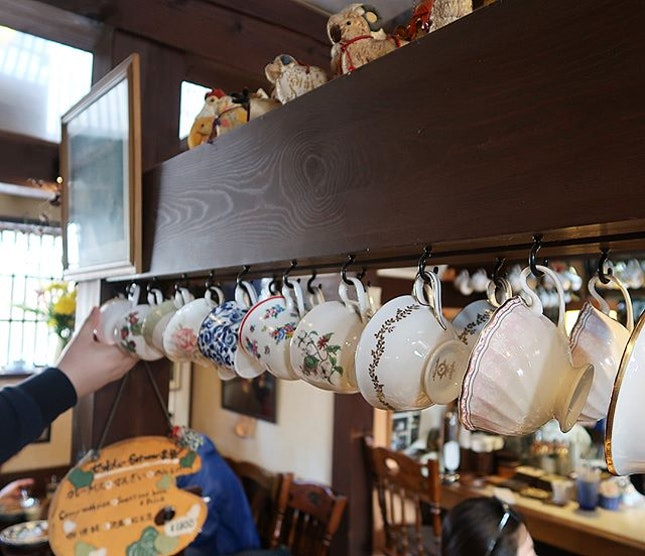 Cozy and super cute, homely little cafe full of warmth in the cold cold Shirakawago!