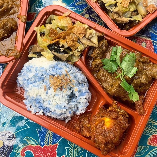 <Baba Bento, #B1-49>Not a huge menu with only 4 options for their set meal (comes with a bottled drink and keropok on the side) namely Beef Rendang ($13.90), Chicken Kapitan, Ayam Pongteh and Assam Pedas, flavours seem pretty authentic though I'm not the best judge.