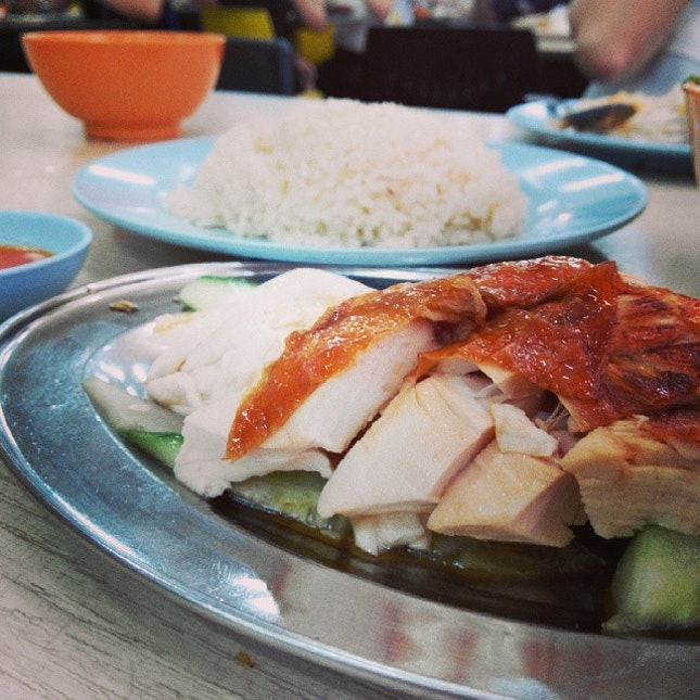 Leong Yeow has been featured by a few reviewers, but the standard of the food is not as good.