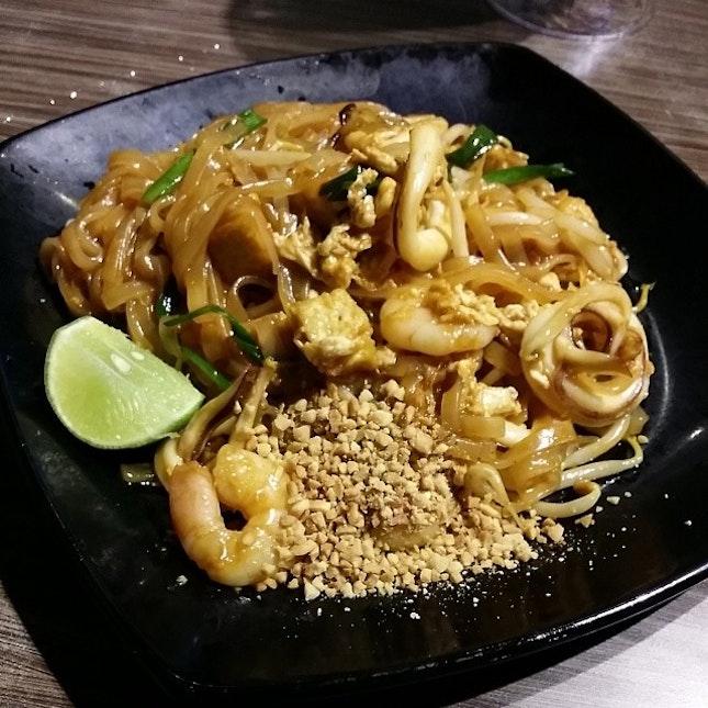 Phad thai(thai fried noodle) #foodporn #thai