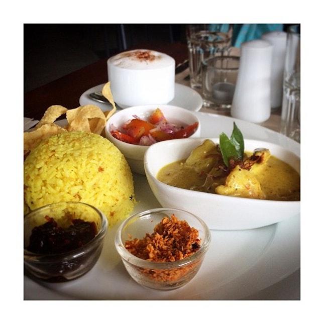 Comfort food at the @sugarbistro 👍 #BatticaloaPrawnCurry #Lunch #SugarBistro #SriLankanFood #FoodPorn #Prawns #Colombo #SriLanka