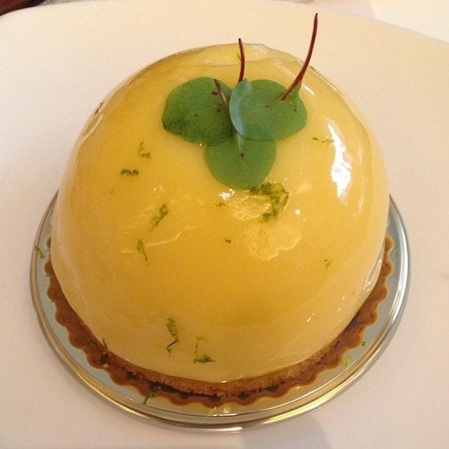 Le citron #teatime #cake #citron #sour #sweet #lemon #biscuit #canele #instadessert #instapic #instatag #instafood #instacake #dessert #food #pic #foodpic #shaw #singapore #orchardrd #igfame #iphone5c #nofilter