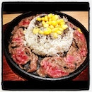 Tender peppery sliced beef with rice on hot plate