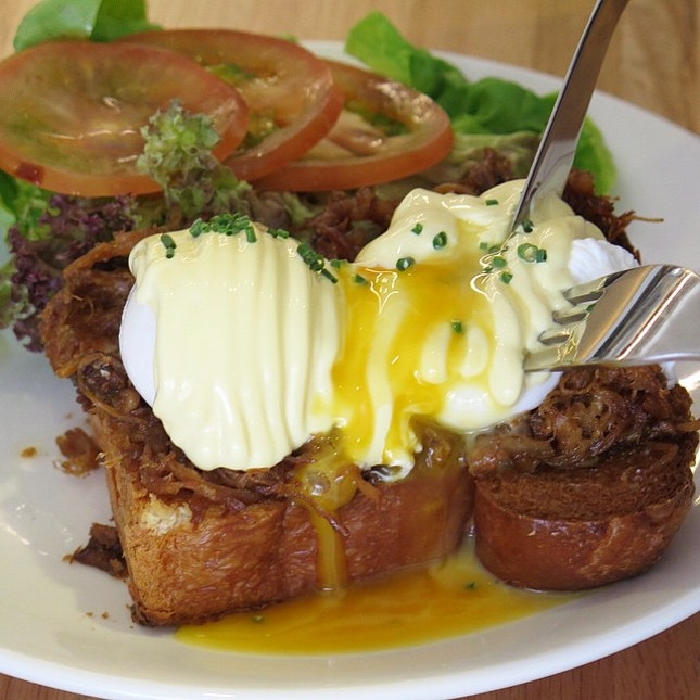 Pulled Pork Eggs Benedict