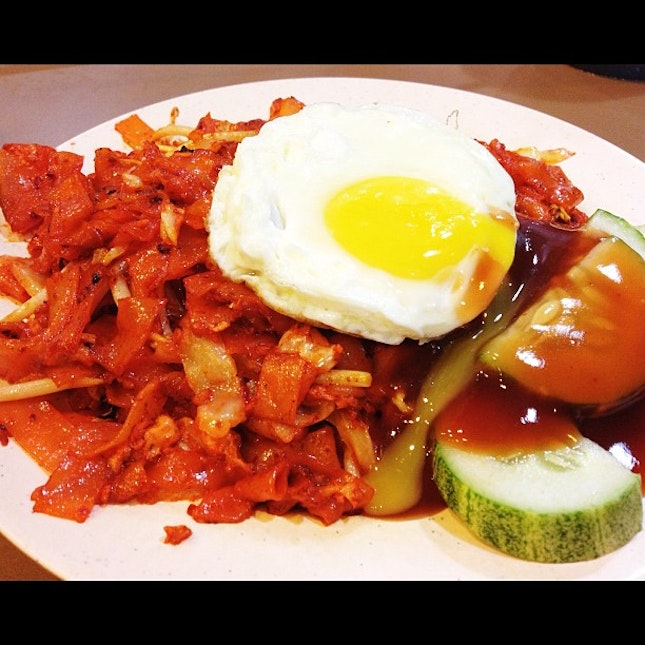 Scarily red fried kuey teow.