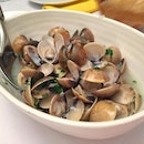 Clams and a lot of it!