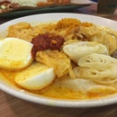 Sayur Lodeh with Chee Cheong Fun can make you so so happy and so so sleepy as well.
