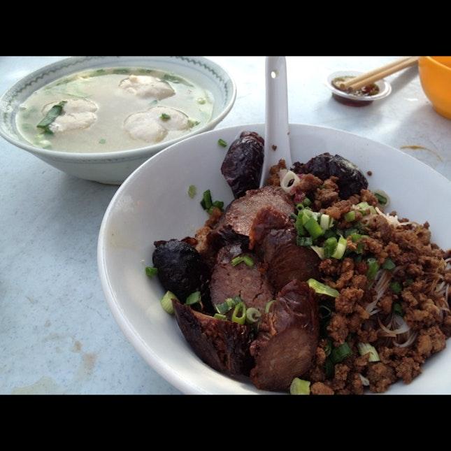 dry pork noodles, extra sausage (RM12)