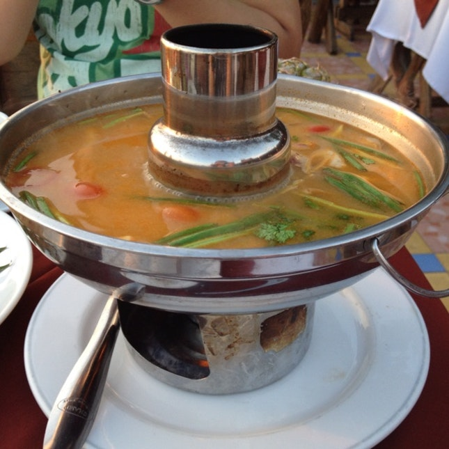 super expensive seafood tomyam hotpot (THB450)