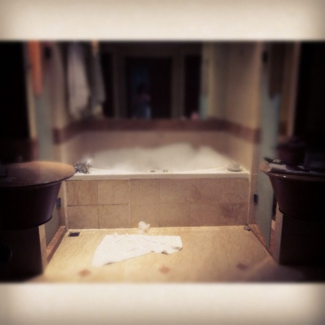 #jaccuzi #relax #thenortham #penang #tea #bubbles #washroom