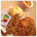 @instagram @igsg #instagram #igsg #instafood #sgfood #igfood #chicken #friedchicken #biscuits #mashedpotato #popeyes