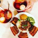 卤肉饭 抄手 综合面线 榴莲布丁 黑糯米 荔枝红茶 #braisedpork #braisedporkrice #meesua #intestinemeesua #lycheereddatestea #glutinousrice #coconutmilk #dessert #desseets #taiwanesecuisine #igsg @igsg #instafood #foodlover #burpple #burpplesg @burpple #pudding #durianpudding #beancurd