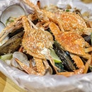 Monday cravings for the seafood box from #AhHuaKelong at #Pasarbella featuring these uber fresh flower crabs and their naturally sweet meat, best enjoyed when steamed 😍