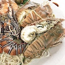 Super fresh seafood from our gargantuan plate of Hokkien Mee from #MrPrawnie at Blk 721 Ang Mo Kio Ave 8!