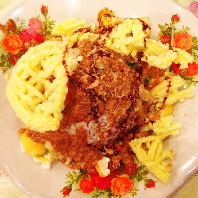 Nasi Lengko #food #nasilengko #nasi #rice #indonesianfood #instanusantara #instanesia #instafood #iphonesia #igfood #foodgasm #culinary #cirebon #indonesia #igers