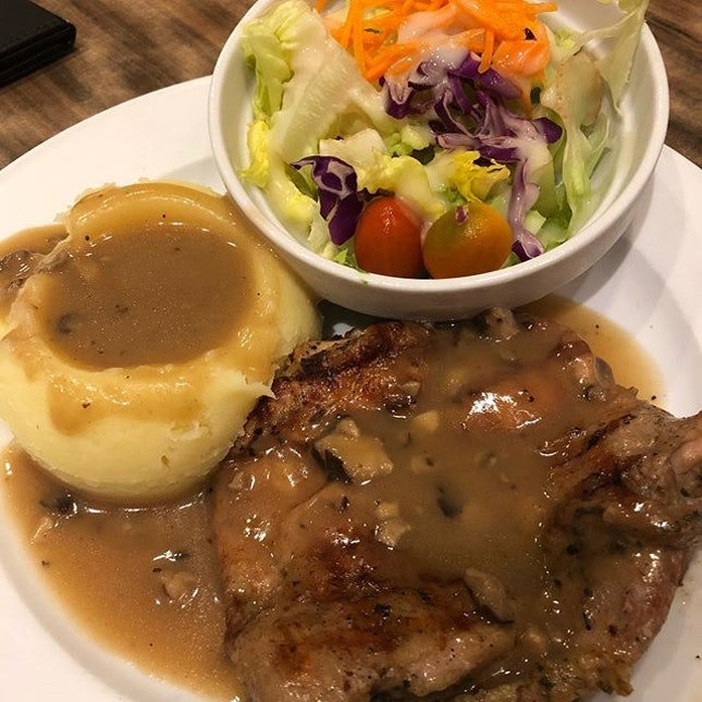 #ChargrilledChicken with #MashedPotato and #HouseSalad.