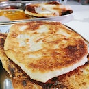 How do you like your prata to be? Crispy Kosong+ Fish curry+ Sugar #whatsforbreakfast
