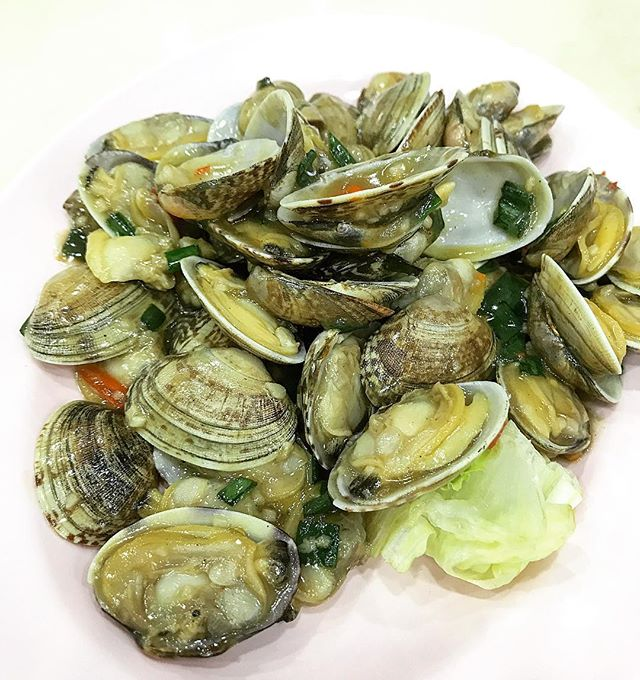 Look at how fucking plump these clams are.
