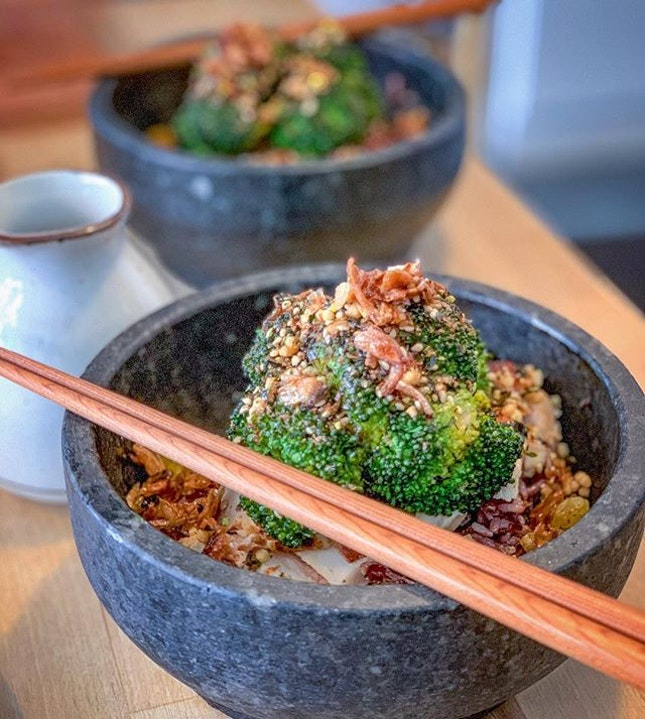 Loving this hot stone bowl of brown rice with sous vide chicken breast and charred broccoli.