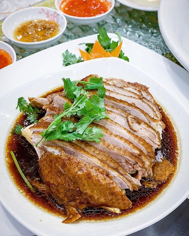 Slice by slice...I wanna eat this braised duck all day, every day.