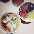 今天吃台灣味、麵線和滷肉飯。🍜🍲