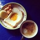 มันก็ไม่เช้าแล้วแหละ #breakfast #coffee #coffeeaddict #egg #myfavourite แต่บังเอิญไม่มีไรกิน