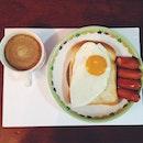 sunday breakfast egg sausage coffee 🍳☕️🍴 #breakfast #egg #toast #bread #sausage #smokesausage #coffee #mocchona #shadobreakfast #thailand #egglover #lovebreakfast #morning