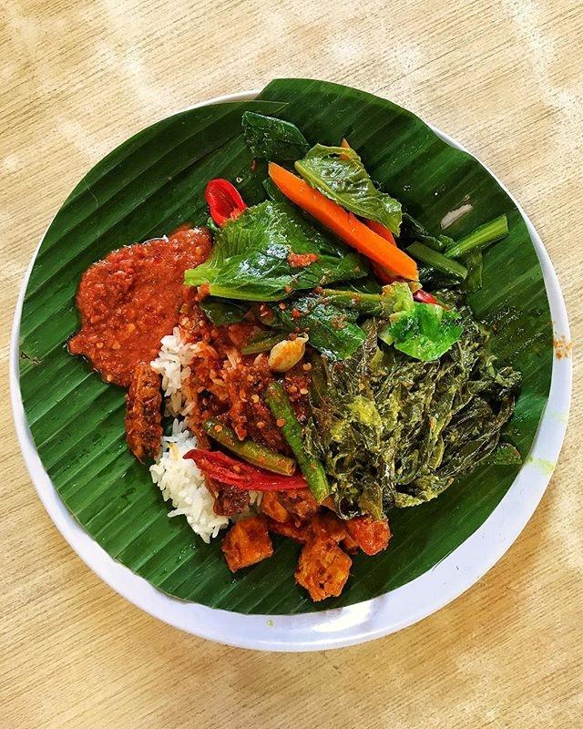 #AnythingAlsoEat - Nasi Padang, Sambal Goreng, Daun Singkong and Stir-fried Kai Lan.