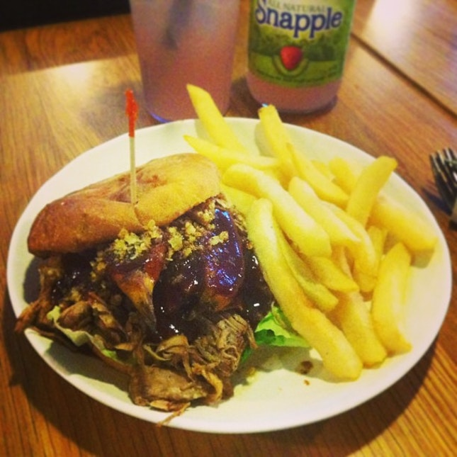Pulled pork burger to satisfy my hungry tumz #omnomz #food