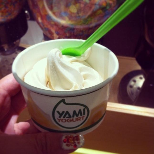 Macadamia nut yogurt after dinner 😁🍦