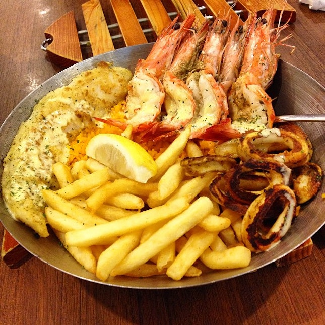 Seafood platter - all good except the squid 🐙overdone.