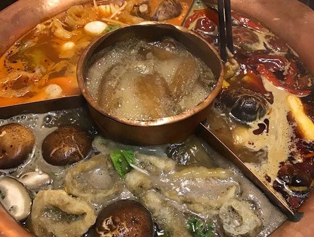 #xiangcaoyunnanoriginalecologyhotpot #饱死我 #xiangcaoyunnan #打边炉 #bffbirthdaytreat #fullofmushroom #burp #fatdieus